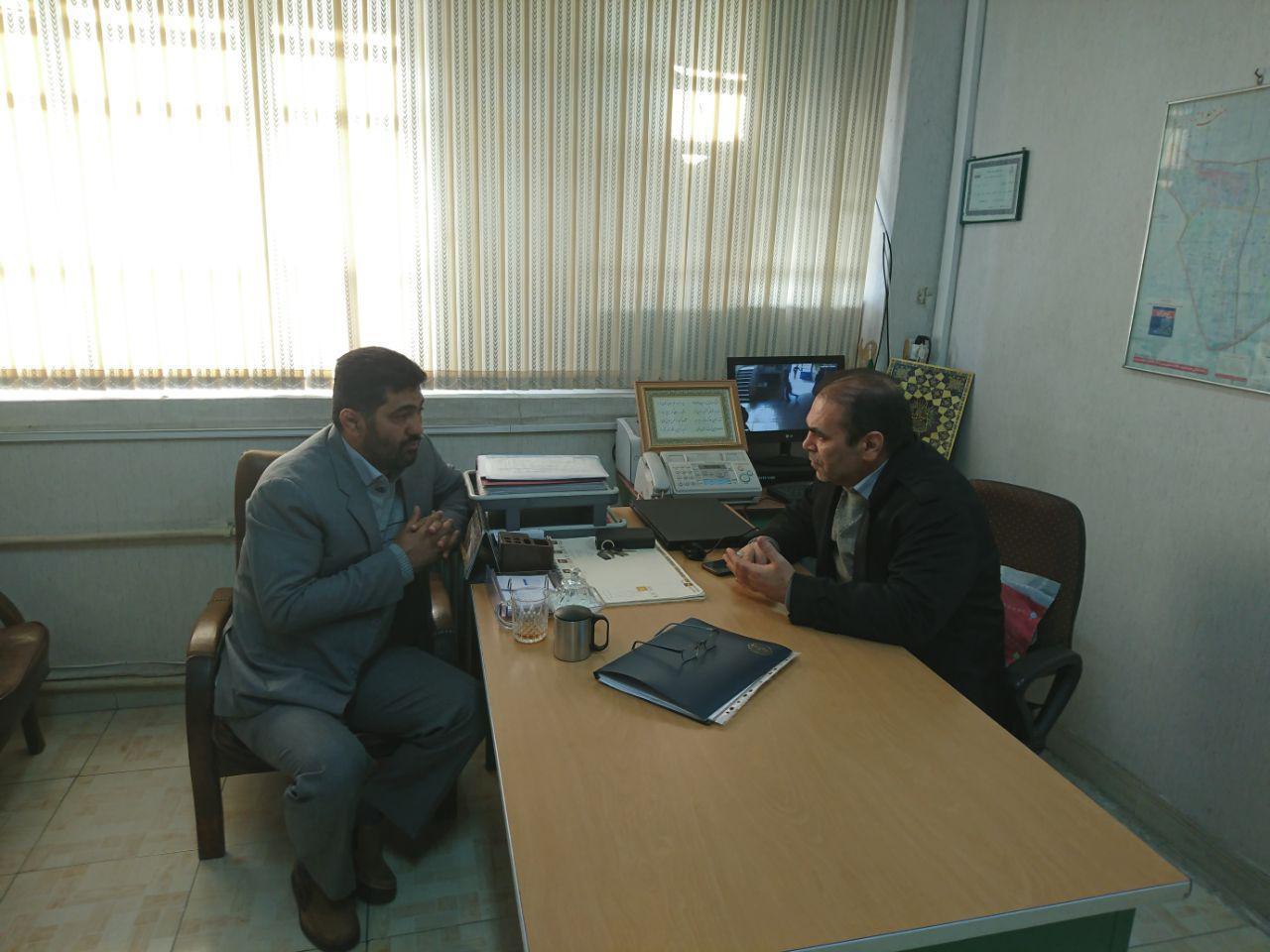 مدیریت دبیرستان شهدای صنف گردبافان با مدیریت دبیرستان زکریا رازی دیدار کردند.