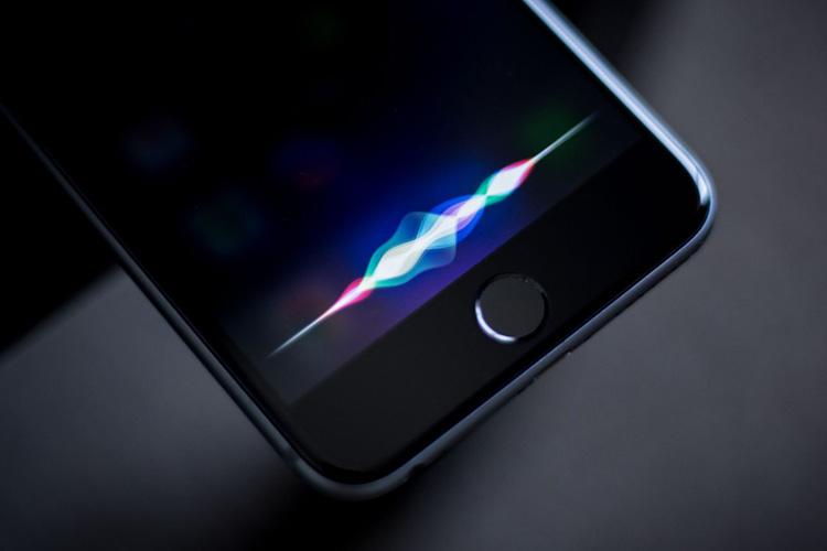 اپل نسخه پیشرفته تری از سیری را برای آیفون 8 آماده میکند