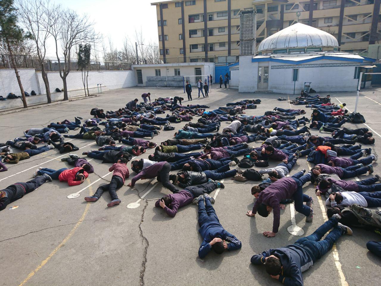 برگزاری اولین جلسه ی سلاح شناسی در دبیرستان شهدای صنف گردبافان