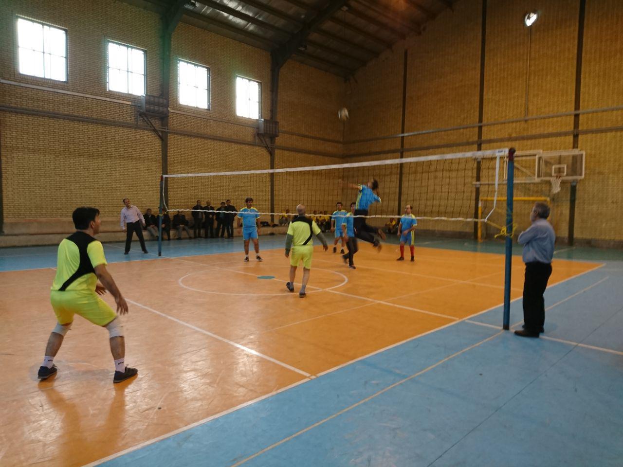 آغاز مسابقات والیبال همکاران منطقه 16در سالن شهید داود مجیدی