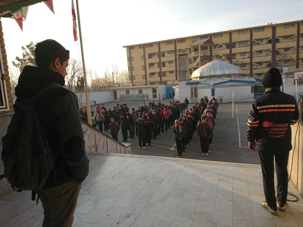 یک روز مدیریت دبیرستان به عهده ی دانش آموزان قرار داده شد.