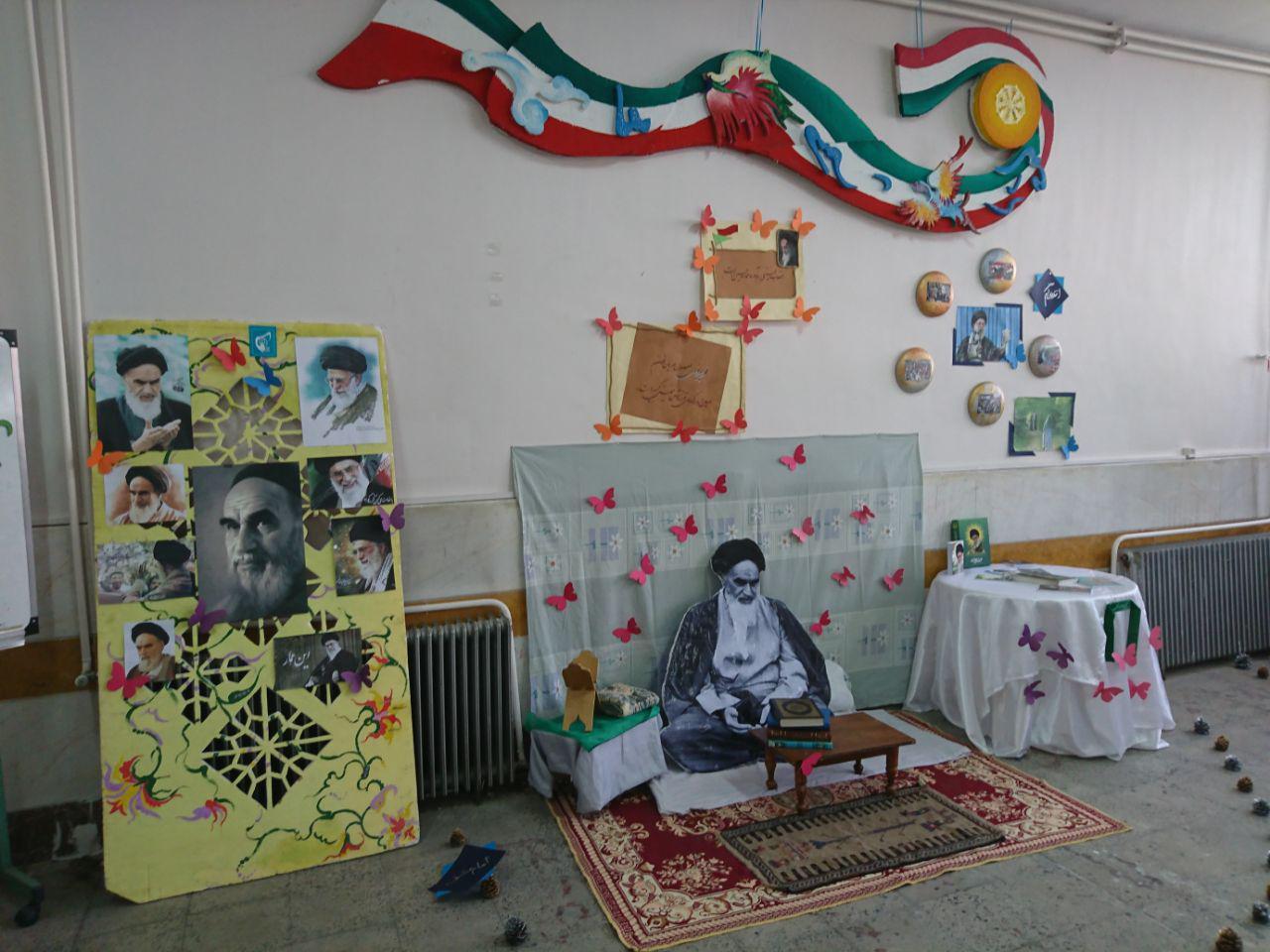 بازدید مدیریت دبیرستان از نمایشگاه دهه ی فجر مدرسه ی مطهره
