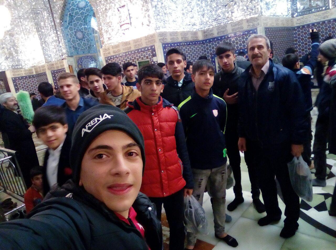 سفر زیارتی دانش آموزان دبیرستان شهدای صنف گردبافان به مشهد مقدس برگزار شد.