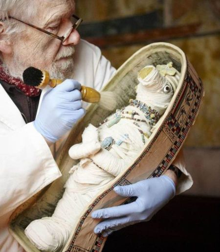عکس عروسک مومیایی شده و کشف شده فرعون مصر