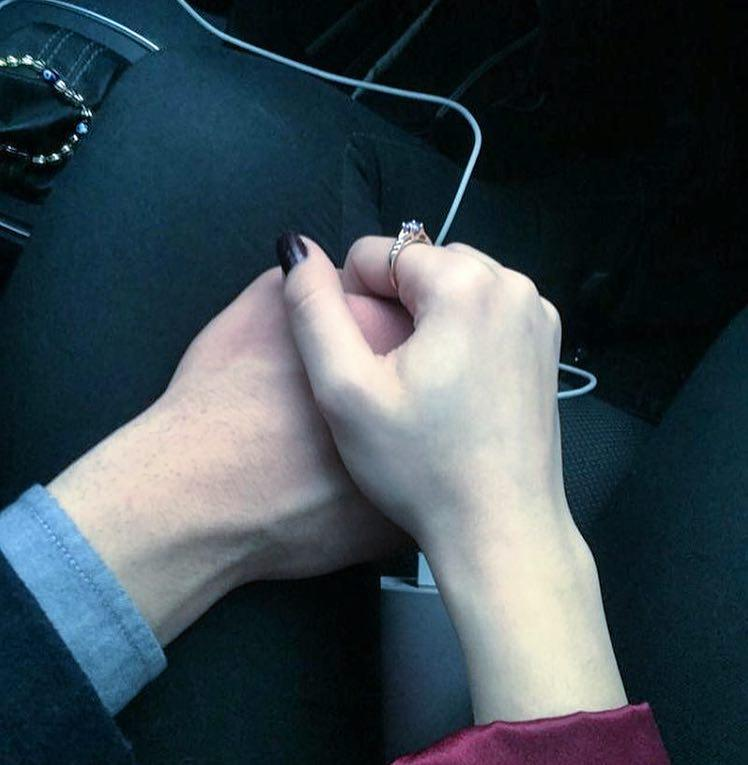 عکس عاشقانه دست تو دست عاشقانه دختر و پسر