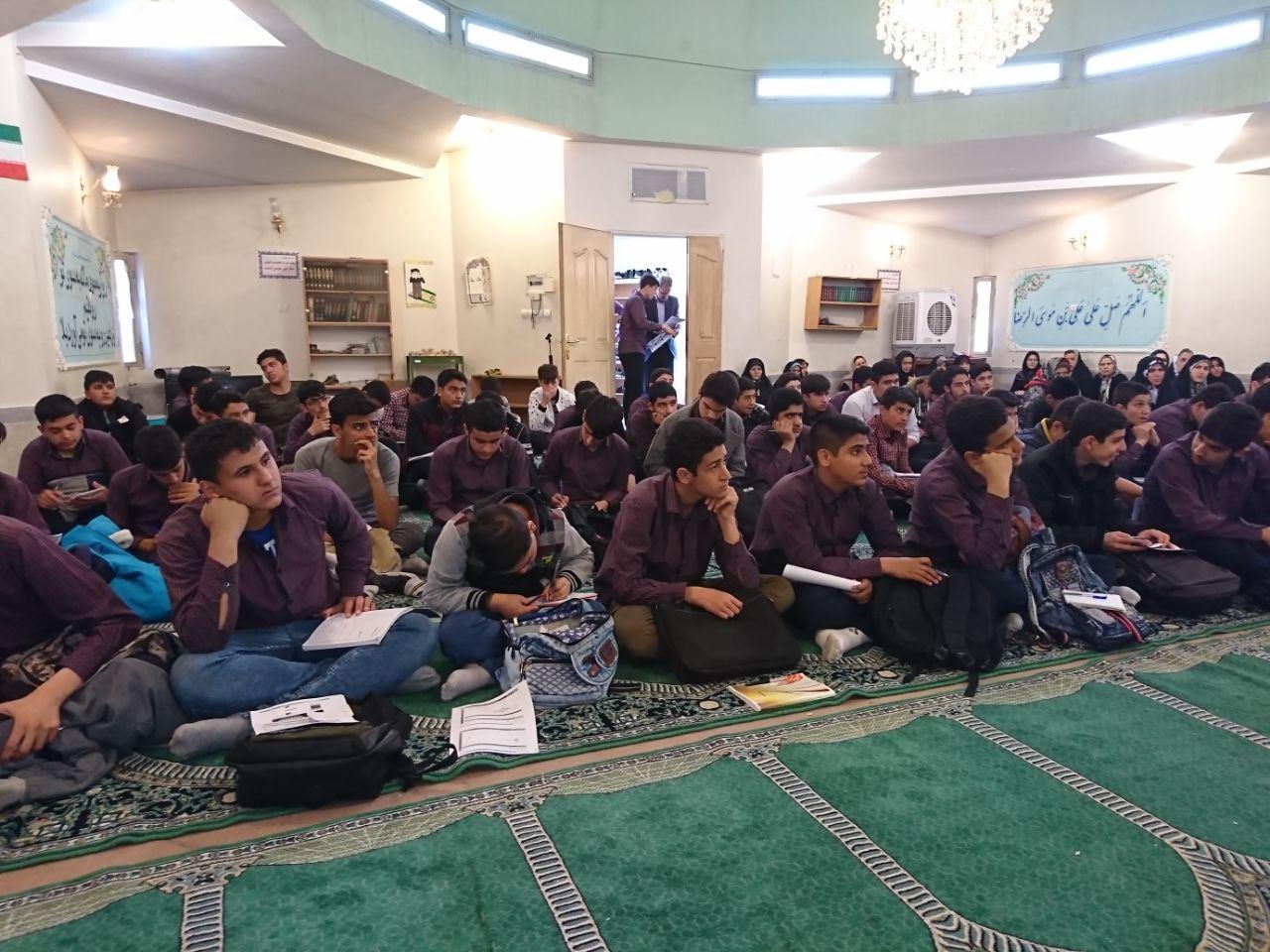جلسه مشاوره ی هدایت تحصیلی برای دانش آموزان پایه ی نهم و اولیای محترم این عزیزان برگزار شد.