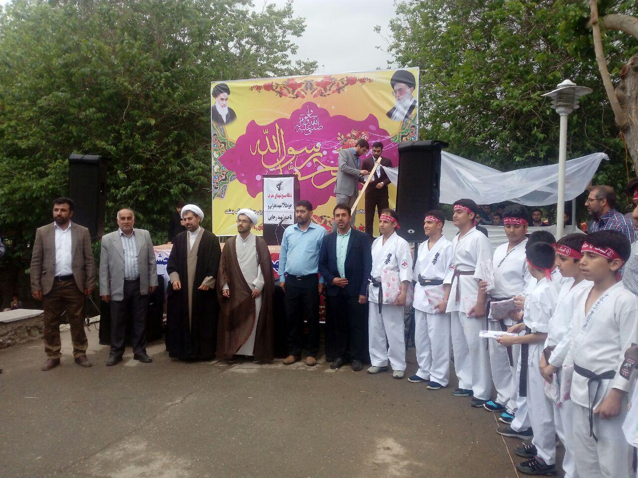 جشن مبعث حضرت رسول اکرم دبیرستان شهدای صنف گردبافان با همکاری بسیج منطقه درپارک اندیشه برگزار شد.