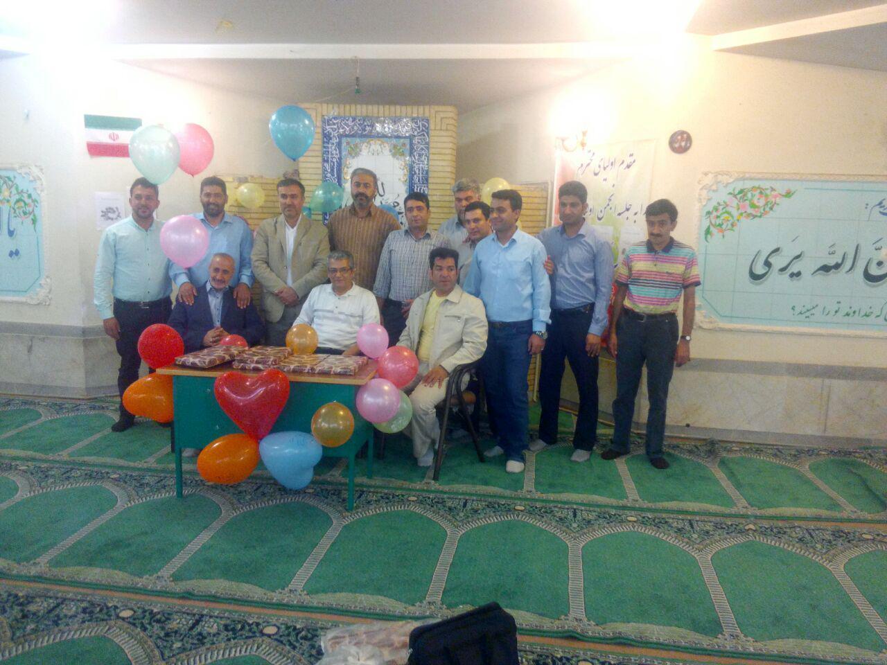 مراسم گرامیداشت مقام معلم در دبیرستان شهدای صنف گردبافان برگزار شد.