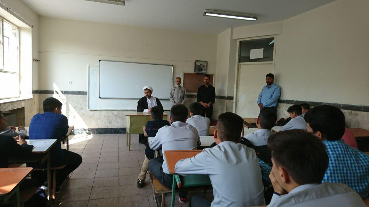 حضور روسای پایگاه قایم شهرک بعثت و مسجد ولیعصر در اول مهر در دبیرستان شهدای صنف گردبافان