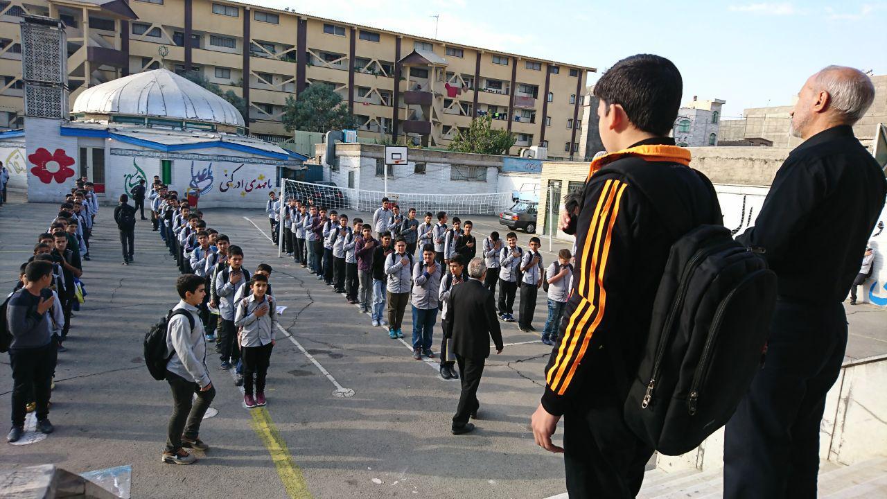 مراسم عزاداری شهادت امام سجاد(ع) در صبحگاه دبیرستان به پا داشته شد.