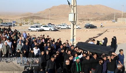 مراسم تشییع مرحومه حاجیه جمیله بلیلی مادر شهیدان حسین و عباسعلی گنجی/ عکس