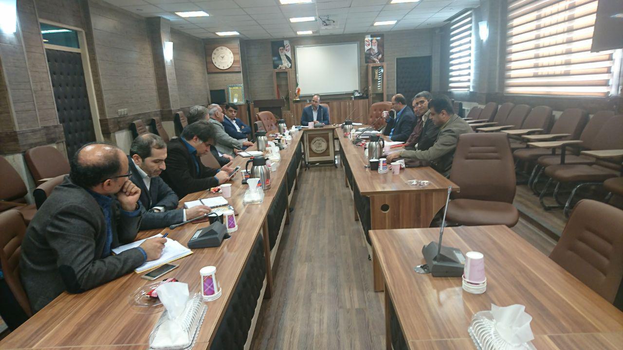 مدیریت دبیرستان در جلسه ی هم اندیشی مدیران متوسطه دوره ی اول دولتی شرکت کردند.