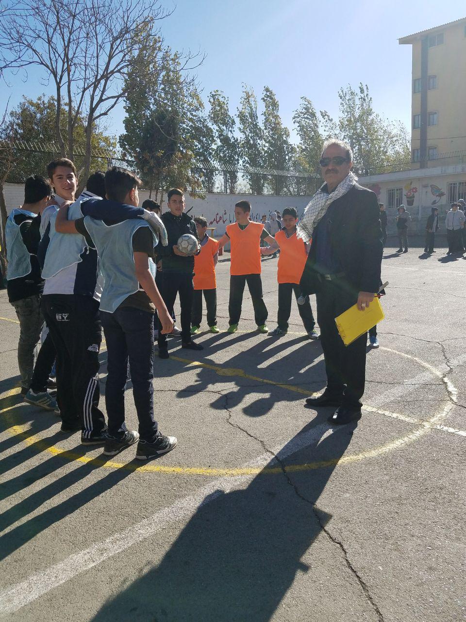 مسابقات فوتبال در مدرسه ی شهدای صنف گردبافان آغاز شد.