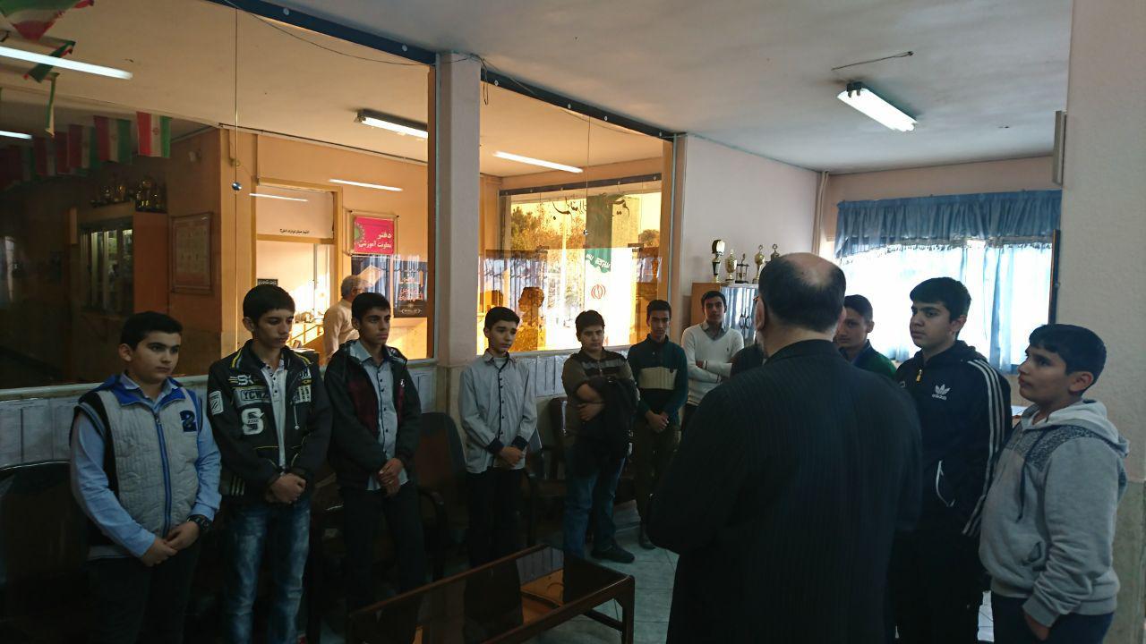 بهترین های نهمی دیرستان شهدای صنف گردبافان در مدرسه ی اندیشه شاهد جهت شرکت درکلاس های نمونه دولتی ح