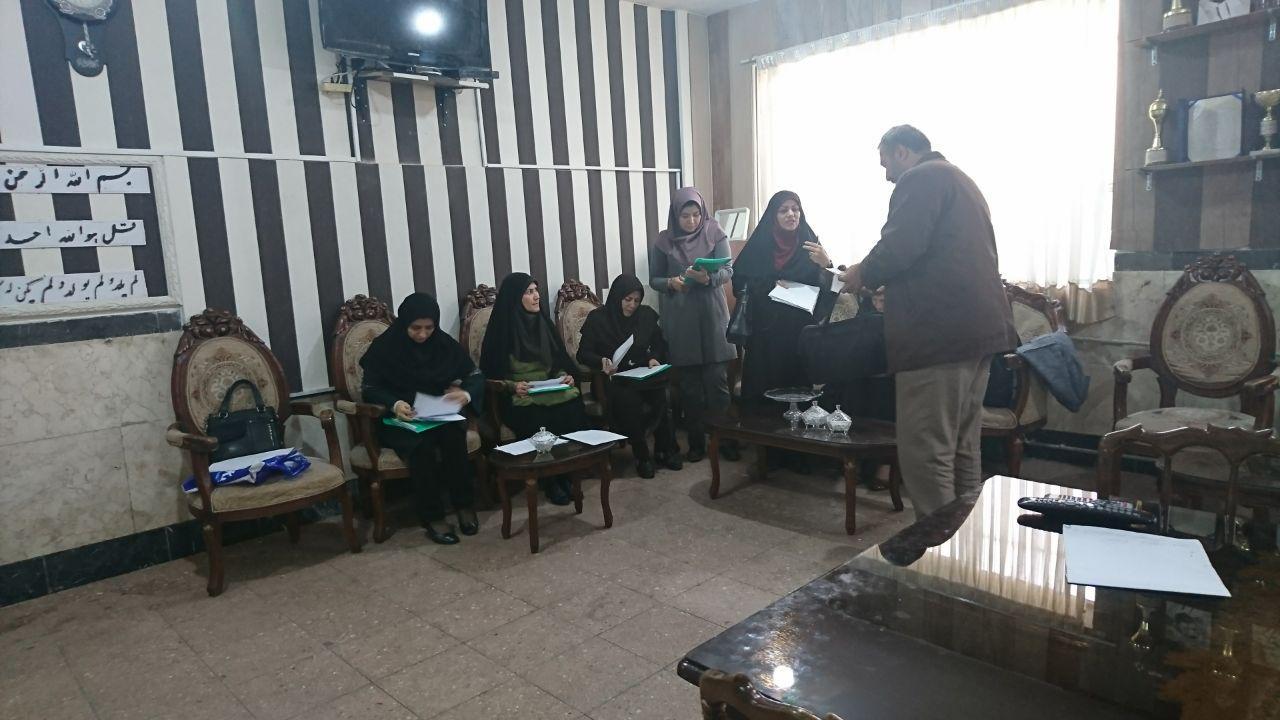 نظارت برروش های تدریس دبیران گردبافان توسط مسولان گروههای آموزشی منطقه