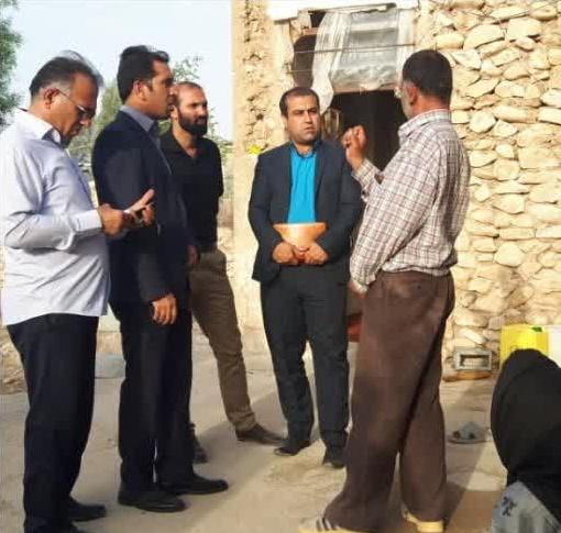 سرکشی بخشدار و مسئول گروه جهادی افسران ولایت از خانواده های محروم بخش بوشکان+عکس