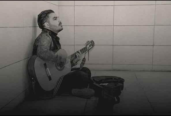 دانلود آهنگ کنار تو حالم حال مجنونه مجنون منم عشقم منه دیوونه
