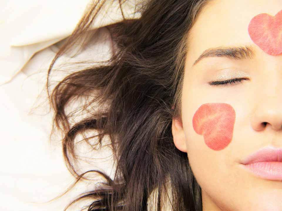 دوازده درمان طبیعی آفتاب سوختگی پوست صورت و بدن