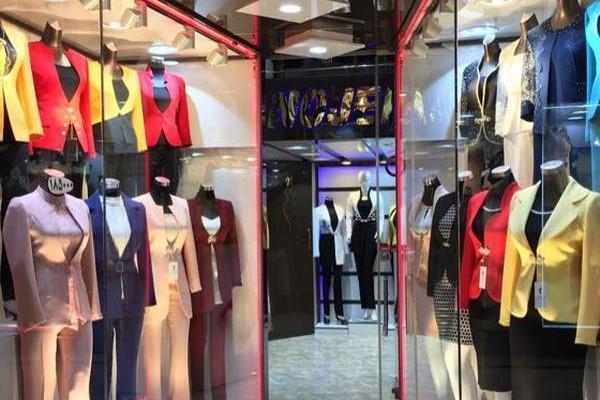 چگونه فروشنده لباس موفقی باشیم؟