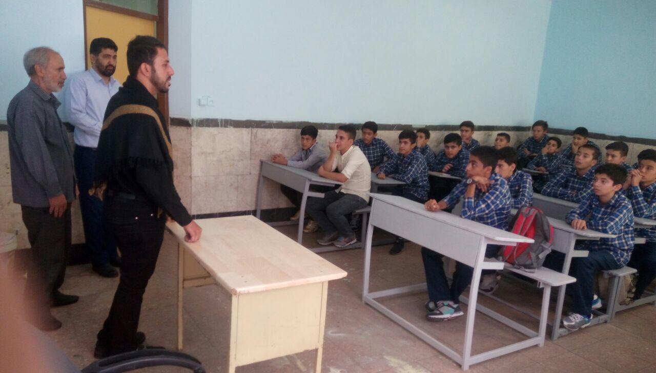 خوشامدگویی رئیس بسیج دانش آموزی منطقه شهرک بعثت به دانش آموزان