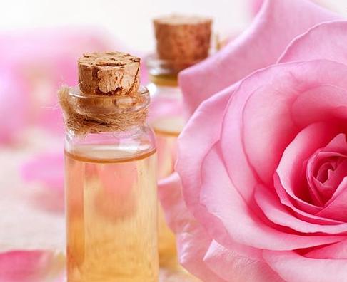 خاصیت گلاب برای پوست تان