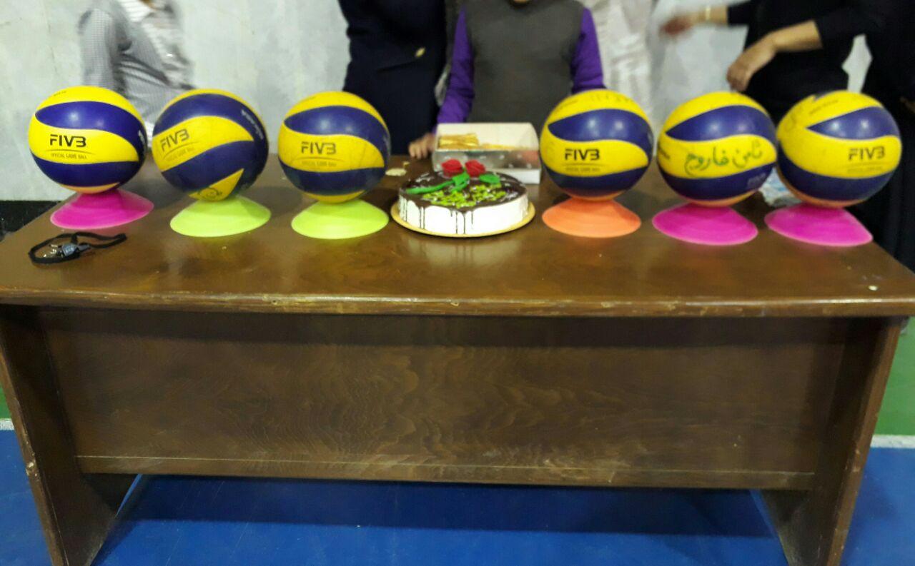 روز مربی بر مربیان پرتلاش باشگاه تخصصی والیبال ثامن فاروج مبارک باد