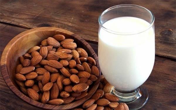 شیر و بادوم
