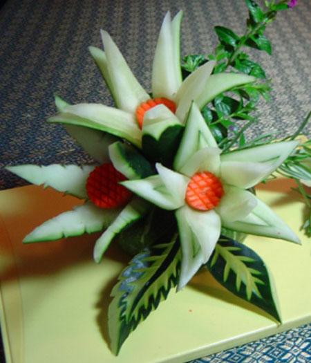 برش تزئینی خیار به شکل گل