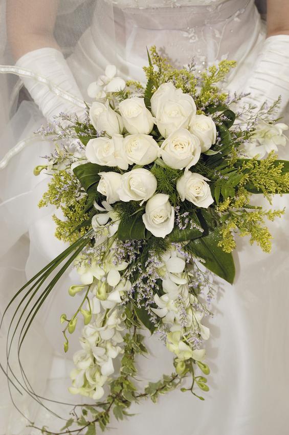 دسته گل عروس بر اساس ماه تولد