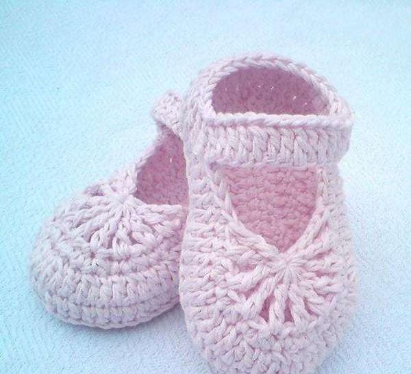 مدل کفش بافتنی نوزاد دختر