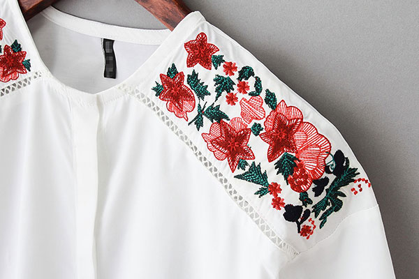 گلدوزی روی لباس