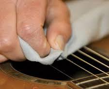 نحوه تمیز کردن گیتار