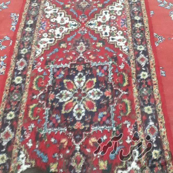 قیمت فرش کناره دستباف هریس - ابعاد  1.10 متر در 3 متر - رنگ زمینه قرمز و سفید  -  انگشتن بافت - 5.700/000 تومان