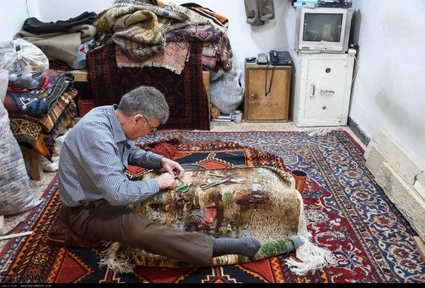 فرشس دستبافت اصفهان , بازار فرش اصفهان کجاست , رفوگری , روفه گری , رفوگری در بازار اصفهان ,