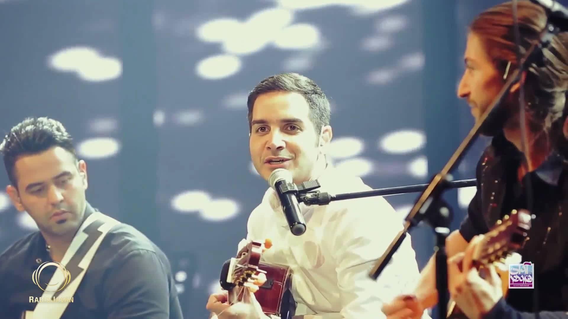 ویدیو اجرای زنده آهنگ بهت قول میدم از محسن یگانه در کنسرت