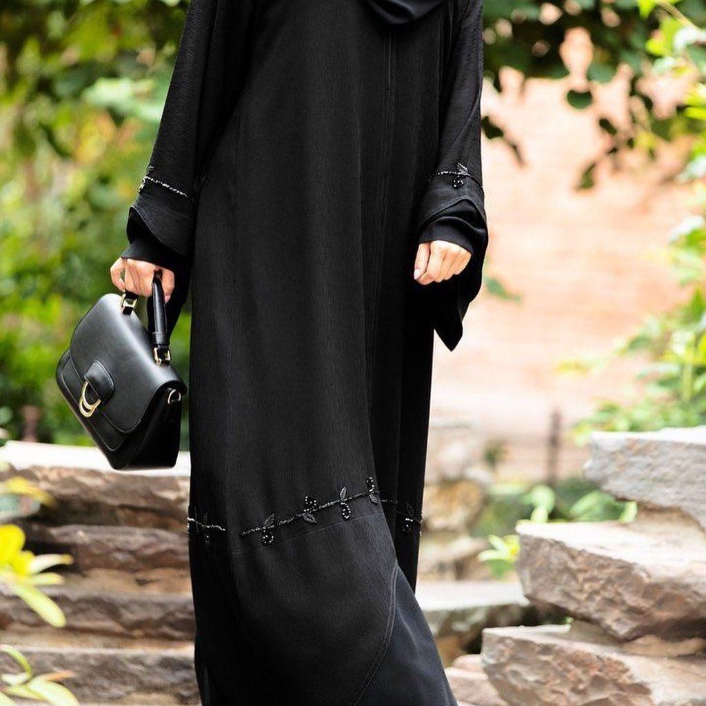 مدل مانتو بلند مشکی پوشیده 2019