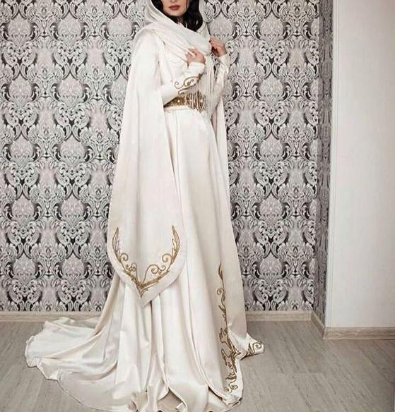 مدل لباس عروس بلند پوشیده زیبا