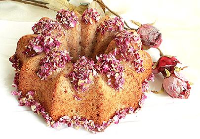 طرز تهیه کیک گل سرخ