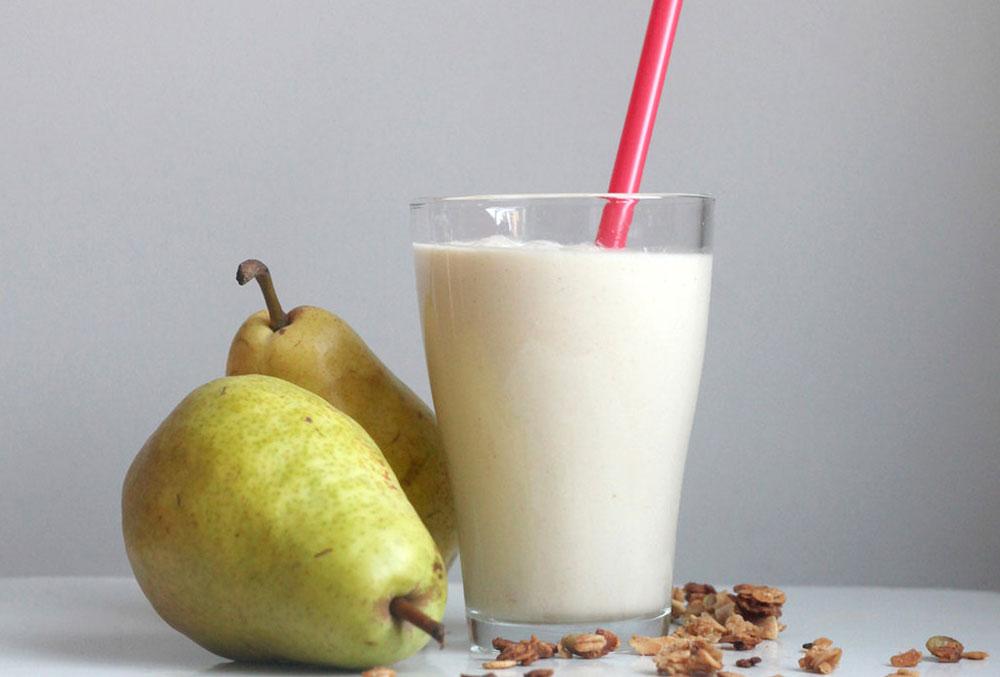 طرز تهیه اسموتی گلابی + 3 روش مختلف برای تهیه سموتی گلابی خوش طعم