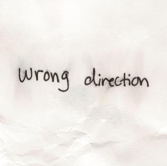 متن و ترجمه آهنگ Wrong Direction از هیلی استاینفلد