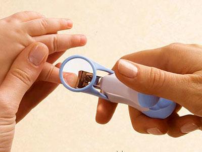 روش کوتاه کردن ناخن نوزادان