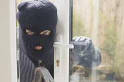 آيا دزدي که وارد خانه ام شده اجازه دارم کتک بزنم يا نه؟