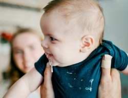 درباره استفراغ نوزاد بدانيد / علت هاي استفراغ نوزاد