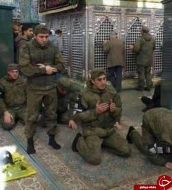 سربازان روس در حال عبادت در حرم حضرت زينب