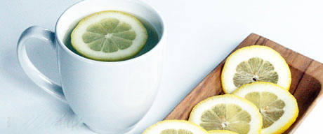 فواید نوشیدن آب گرم و لیمو