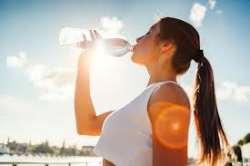 نوشيدن آب گرم چه فوايدي دارد؟