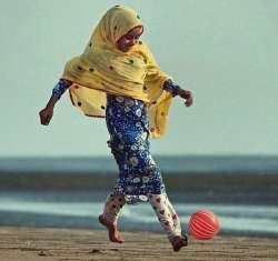 دختر ايراني پا به توپ