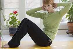 چند حرکت ورزشي براي آب کردن چربي هاي شکم