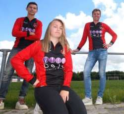 الين فوکيما اولين زني که در تيم فوتبال مردان هلند بازي مي کند