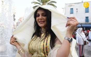 زنان در تونس چادر به سر کردند / روز ملي زنان در تونس